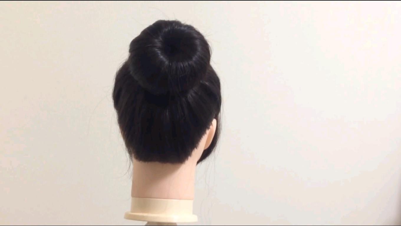 ヘアアイテムを使って簡単お団子ヘアを作ります!