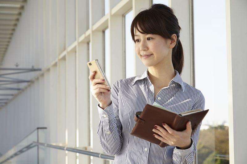 臨床開発モニターは、治験を電話等でモニタリングしなければいけません。