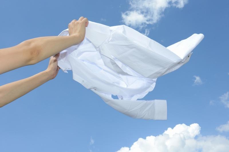看護師の白衣は通気性も重視してください。