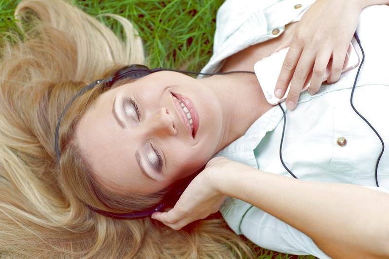 夜勤中にしっかり仮眠を取りたい人は、耳栓やイヤホンを用意しておきましょう。
