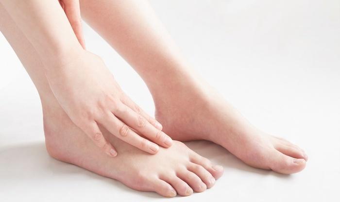 スプレー式制汗剤で足の臭いを除去