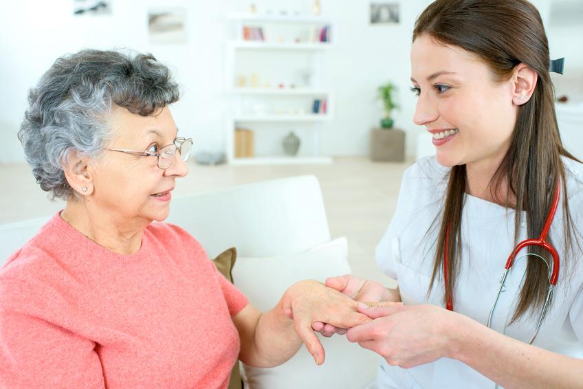 訪問看護の求人を選ぶ時には、まず機能強化型ステーションかどうかをチェックしましょう。
