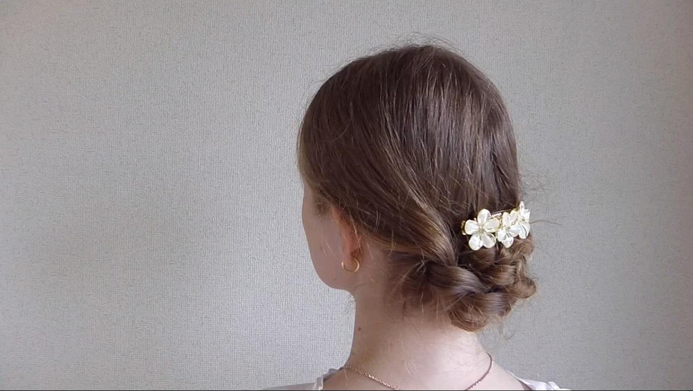 2つの三つ編みで簡単かわいいまとめ髪2
