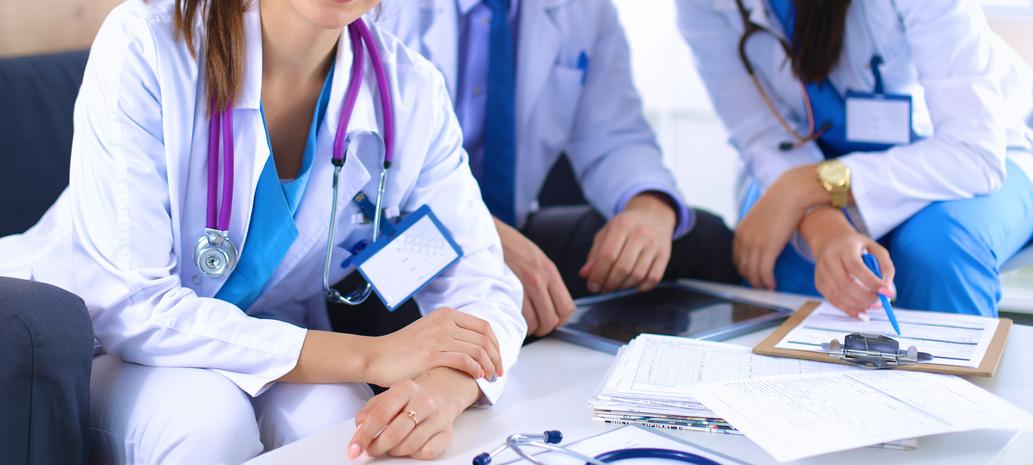 退院支援看護師には、コミュニケーション能力、社会制度や地域サービス等の幅広い知識、また調整力が求められます。