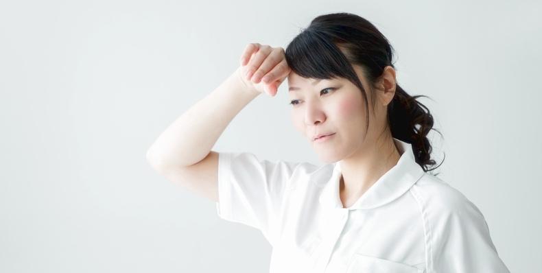 汗の臭いを抑えるためには、汗をかいたらすぐに拭きとるようにしましょう。