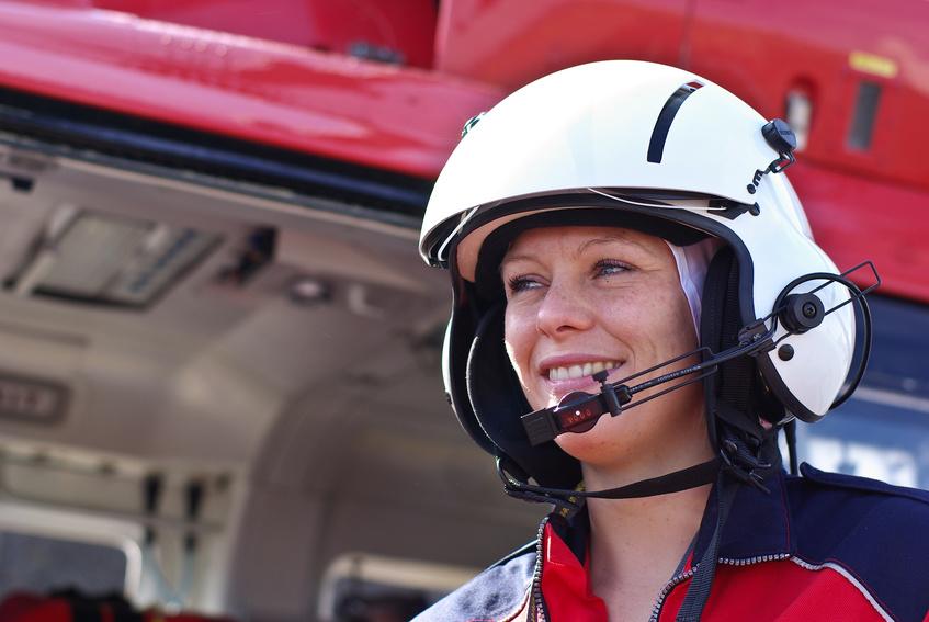 フライトナースの役割は、患者さんの救命と家族看護、現場での調整の3つがあります。