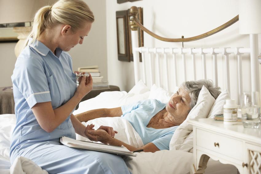 治験コーディネーターは被験者である患者さんと接し、患者さんの精神的なケアをすることができます。
