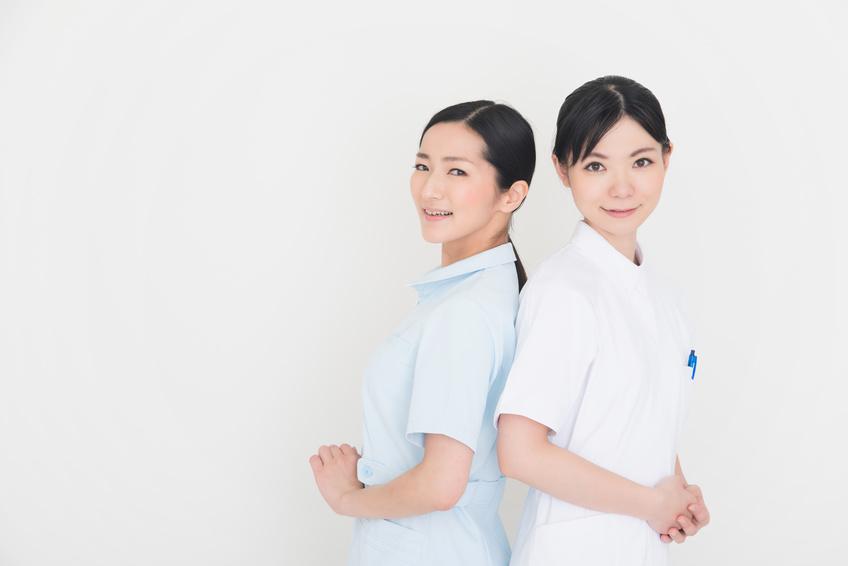 看護師のユニフォーム|白衣選び&ナースシューズ選びの各4ポイント